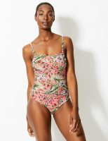 My tips on choosing the correct swimwear for your body shape